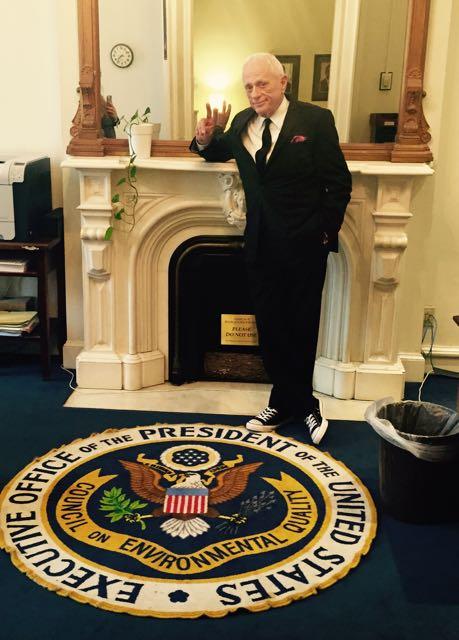 Ric O'Barry à la Maison Blanche en 2015. Droits : Dolphinproject.net
